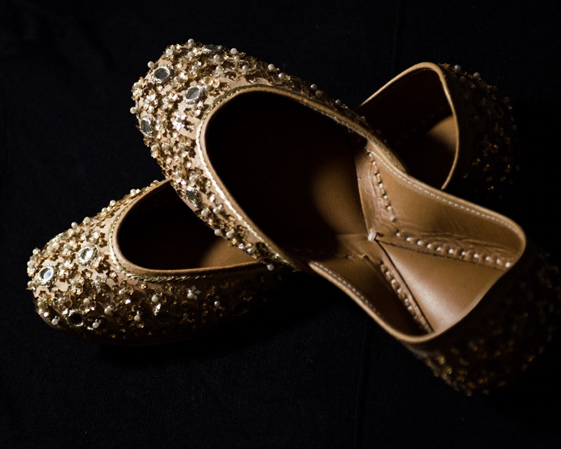 Lovely Indian Bride's Wedding Shoes (Mojadi)