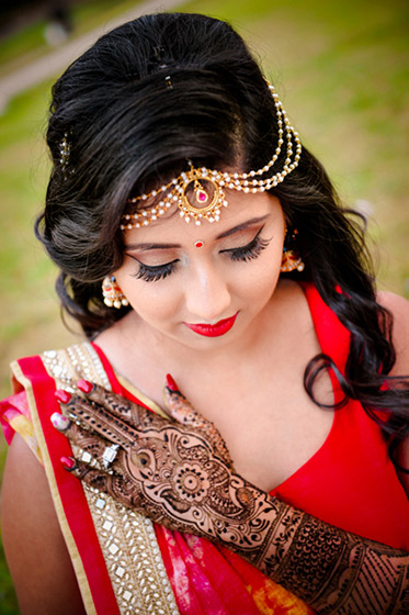 Beautiful Indian Bride Photo Session in Mahndi Function
