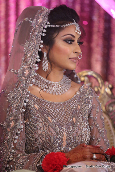 Indian bride wearing mangtika