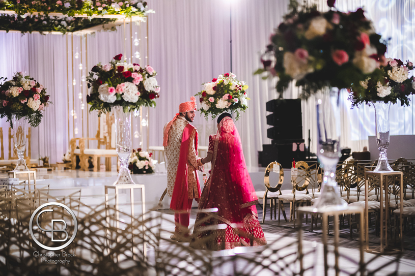 Awe-Aspiring Entry of Indian Bride and groom