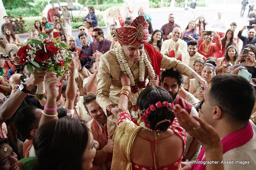 Varmala(Garland) Exchanging ritual